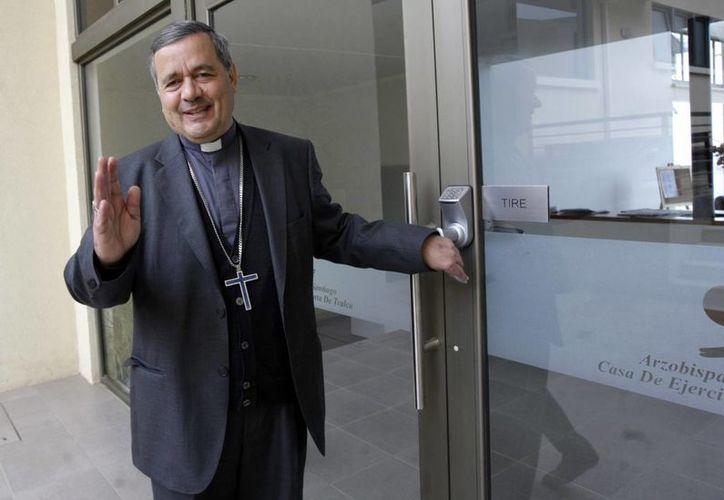 El obispo Juan Barros fue designado al frente de una diócesis del sur de Chile en marzo de 2015 lo que provocó una ola de indignación de fieles católicos y víctimas de abuso sexual quienes sostienen que encubrió abusos cometidos por su superior Fernando Karadima en las décadas de 1980 y 1990. (AP)