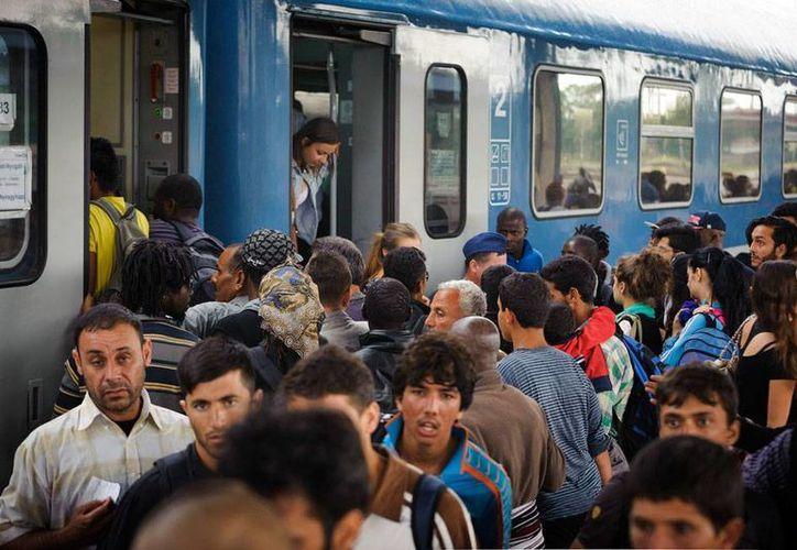 Un tren cargado de refugiados llegó a Alemania procedente de Hungría. (EFE)