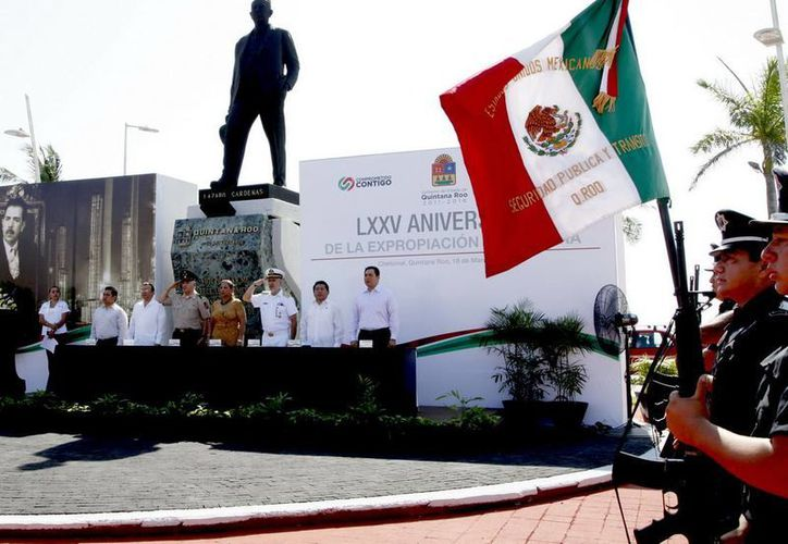 El secretario de Desarrollo Social, Ángel Rivero Palomo, fungió como orador oficial en la ceremonia del LXXV Aniversario de la Expropiación Petrolera. (Cortesía/SIPSE)