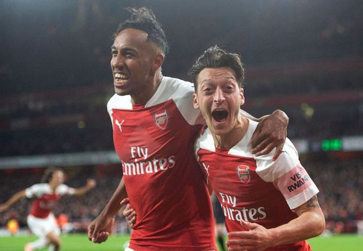Incluso el crack alemán Mesut Özil fue captado en la grabación en un club de Londres. (Vanguardia)