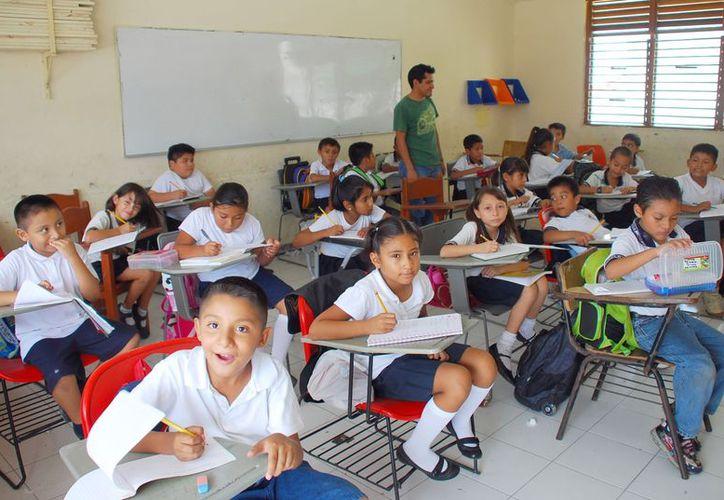 Los profesores agremiados al Siteqroo sólo recibirán el aumento salarial. (Tomás Álvarez/SIPSE)