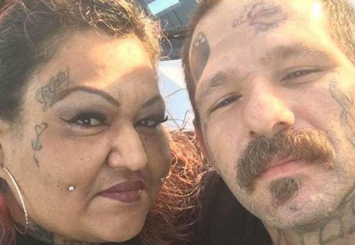 Johnny Lewis Hartley, de 38 años, y Mercy Mary Becerra, de 43, están detenidos por sospecha de homicidio: llevaban en una maleta el cadáver de una menor. (Excélsior)