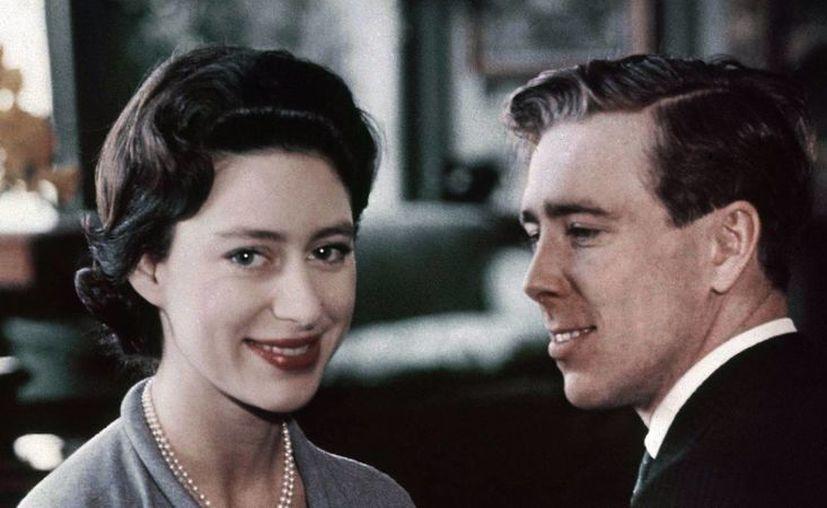 La princesa Margarita y Lord Snowdon se divorciaron tras múltiples escándalos de infidelidades. (latimes.com)