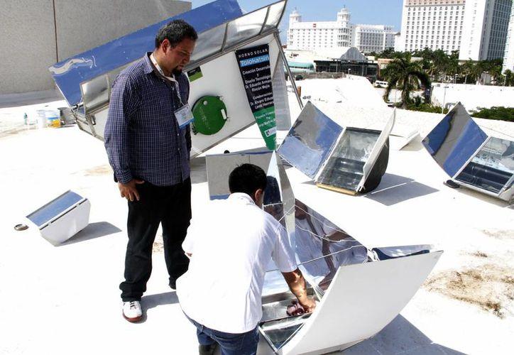 El precio de la estufa en su versión de dos litros  y medio de capacidad, tiene un costo de seis mil pesos. (Tomás Álvarez/SIPSE)