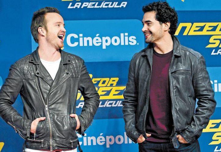 Aaron y Ramón llegaron puntuales y animados a la cita con sus seguidores. (Milenio)