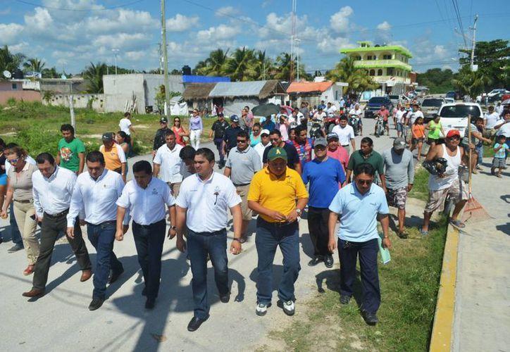 Los habitantes de Akumal se reunieron con las autoridades. (Rossy López/SIPSE)