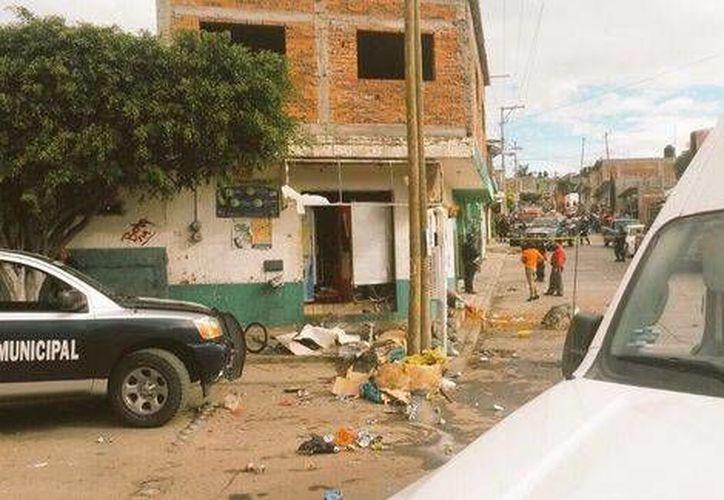 La onda expansiva de las explosiones causaron daños a los predios vecinos. (Milenio)