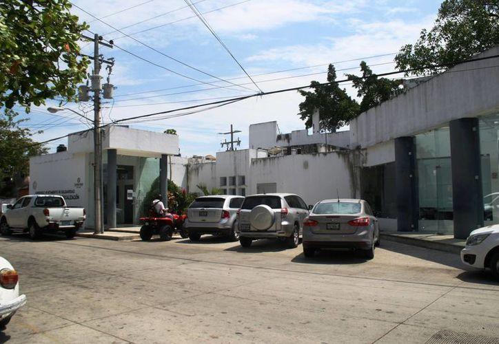 La CAPA inició el proceso de embargo en un edificio que adeuda 90 meses del servicio de agua potable. (Octavio Martínez/SIPSE)
