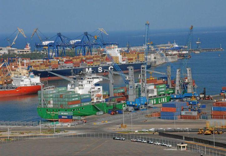 El puerto de Coatzacoalcos, Veracruz -en la imagen- es el punto de partida del Corredor Transitsmico, magna obra de infraestructura que podría concretarse en 2016. (mexicoxport.com)