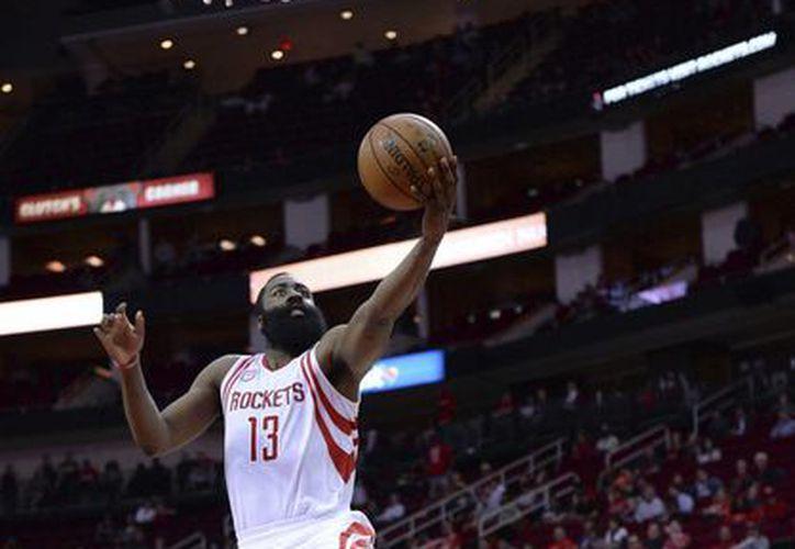 El barbón James Harden guió a Rockets a una victoria sobre Nets. (AP)