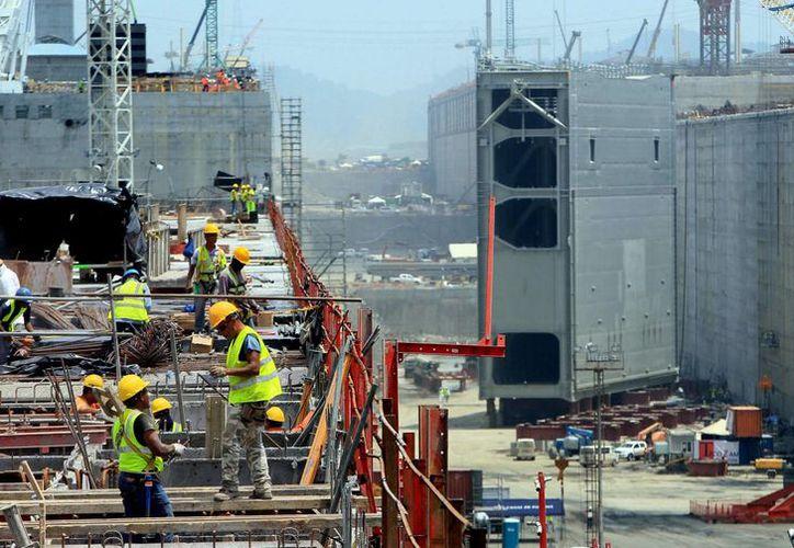 El consorcio encargado de la ampliación del Canal de Panamá denuncia excesiva burocracia por parte de la administración del paso interoceánico. (EFE)