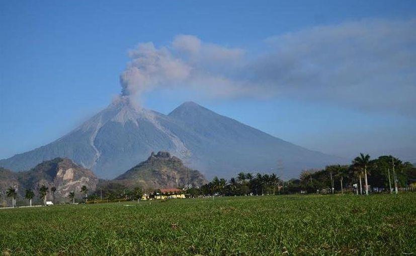 El Volcán de Fuego se ha mantenido en fase eruptiva con un promedio de 12 explosiones por hora. (Internet/Contexto)