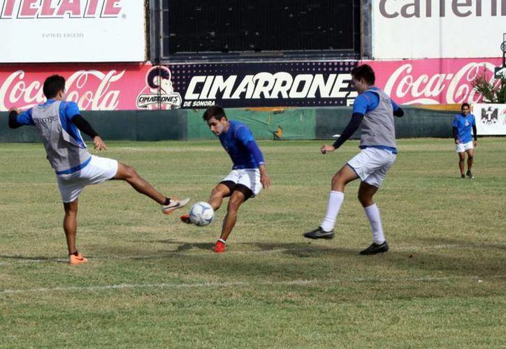 Entrenamiento previo al partido de este viernes entre Cimarrones y Venados, que se realizará en Hermosillo, Sonora. (SIPSE)