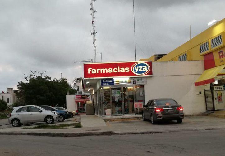 El hombre ingresó en la farmacia Yza ubicada en el fraccionamiento Las Palmas. (Redacción/SIPSE)