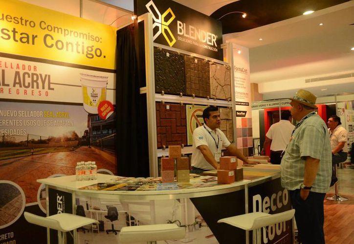 La expo de construcción que se presenta en e Centro de convenciones de Cancún espera dejar una derrama de aproximadamente cinco millones de pesos. (Victoria González/SIPSE)