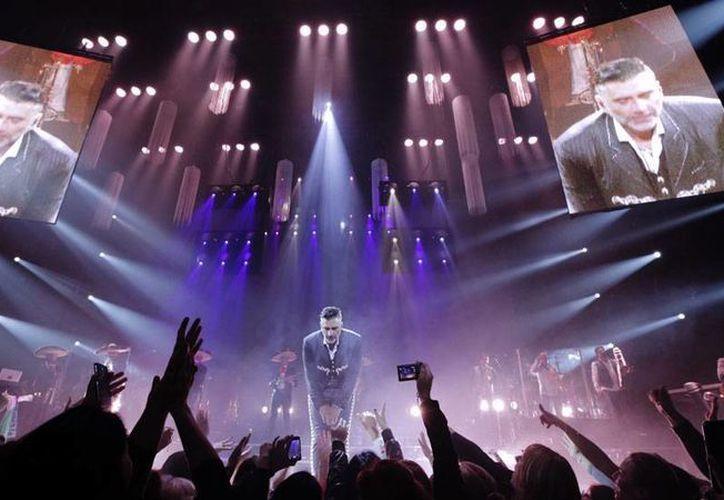 El cantante Alejandro Fernández, 'El Potrillo', se comprometió a dar un magno concierto en Zacatecas, durante la feria nacional, ya que tuvo que cancelar un concierto en esa entidad. (Archivo/alejandrofernandez)
