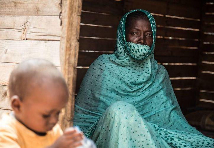 A pesar de que el número de hijos por cada mujer se ha reducido notablemente, en África continúa siendo mayor a cinco por cada una. (Notimex)