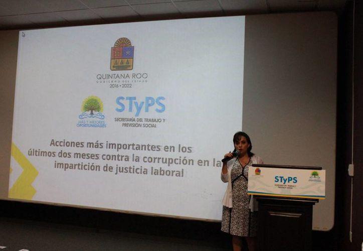 La titular de la Secretaría dio a conocer el nombre de los ex servidores públicos que fueron denunciados. (Foto: Eddy Bonilla/ SIPSE)