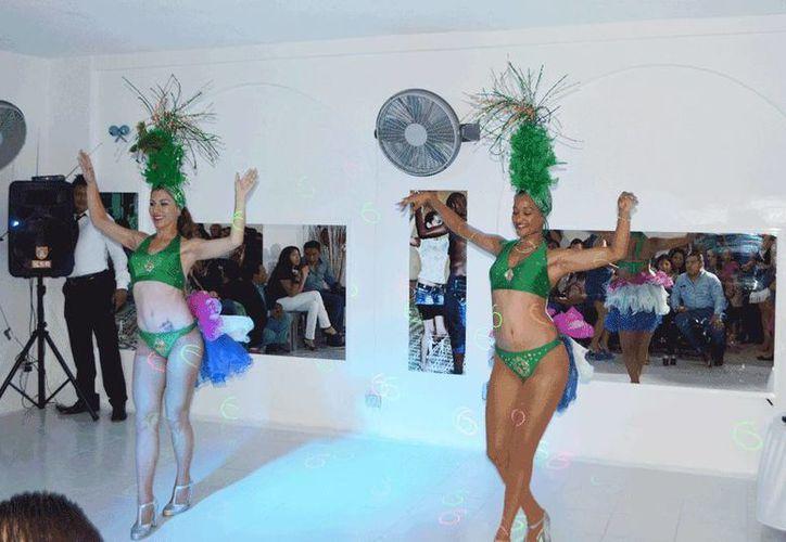 Imagen de una demostración de baile al ritmo de salsa. (Cortesía)