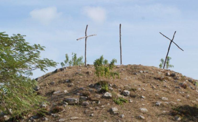 Bajo este cerro que se encuentra en Caucel hay vestigios mayas. (Novedades Yucatán)