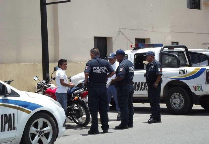 Retenes de revisión en Valladolid. (Luigi Domínguez/SIPSE)