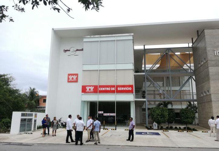 Los derechohabientes esperan solucionar sus problemas en las nuevas oficinas. (Daniel Pacheco/SIPSE)