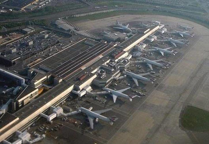 Tanto el incidente en el aeropuerto de Heathrow (foto) como el del vuelo desde Manchester ocurrieron en aviones Boeing 787 Dreamliner. (mygoodtraveladvice.com)