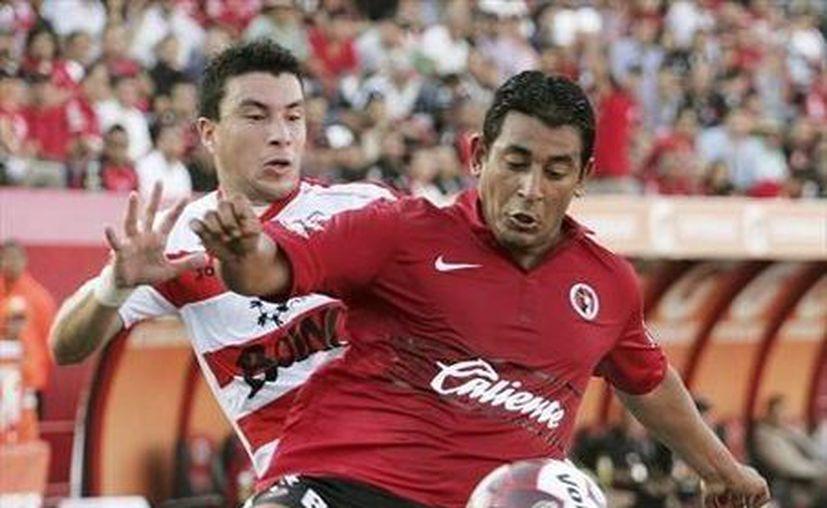 Alfredo Moreno es uno de los refuerzos estelares del club Puebla dirigido por Manuel Lapuente. (fifa.com/Archivo)