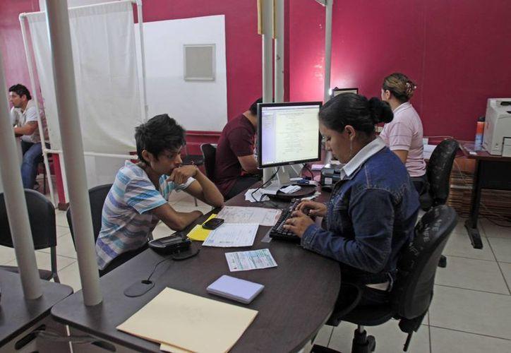 Los jóvenes se han mostrado interesados en la dinámica y logística de las próximas elecciones. (Juan Palma/SIPSE)