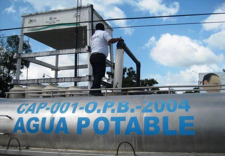 La suspensión se debió a los trabajos de mantenimiento que se realizaron a la red de distribución de agua potable. (Javier Ortiz/SIPSE)