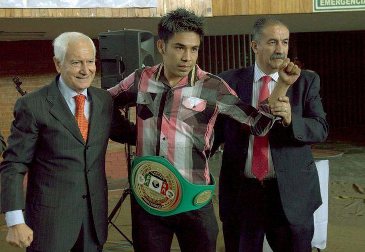 La autoridades del boxeo de la Ciudad de México se dieron cita para realizar la premiación a los mejores boxeadores del  2015. (Notimex)