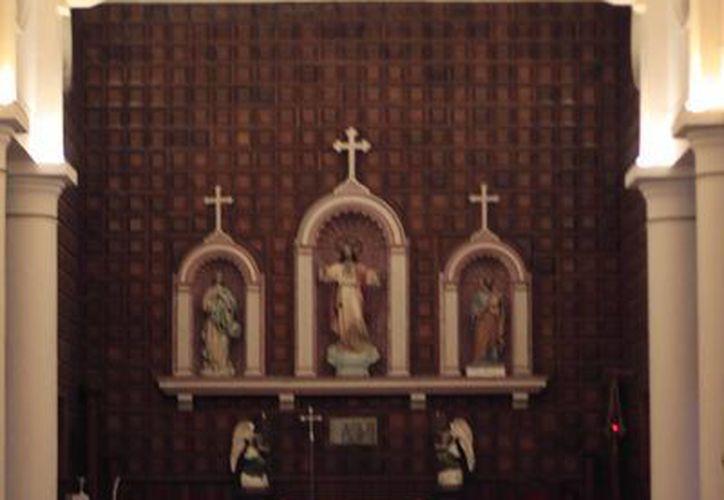 Requiere de la restauración del retablo, las bancas y la construcción del un confesionario. (Harold Alcocer/SIPSE)