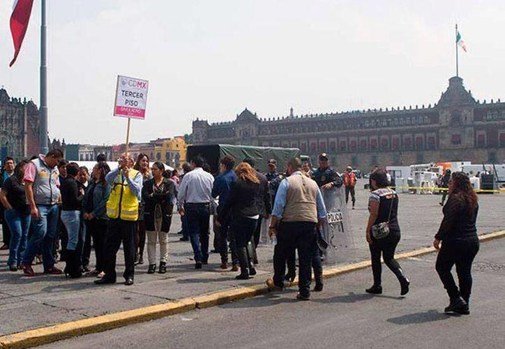 Esta mañana se realizaron ceremonias para honrar a las víctimas del sismo de 1985 en la Ciudad de México. La imagen es del simulacro que se realizan cada 19 de septiembre, Día Nacional de Protección Civil. (excelsior.com.mx)