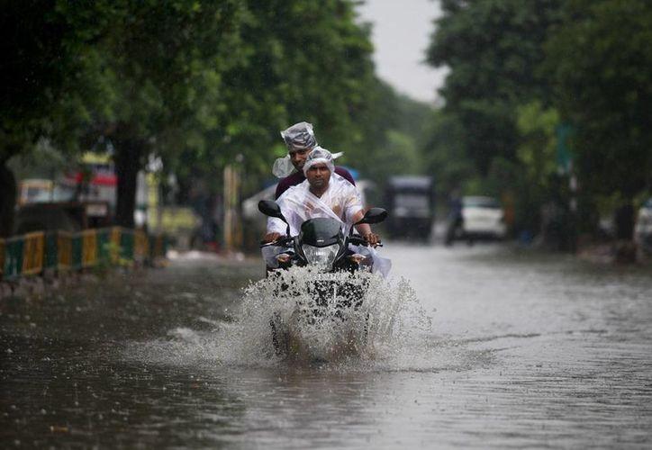 Al menos 52 personas han muerto por inundaciones provocadas por torrenciales aguaceros en la India. (AP)