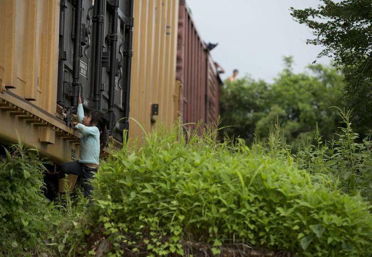 Los niños inmigrantes de Centroamérica se enfrentan a numerosos riesgos al tratar de llegar a EU. (Archivo/AP)