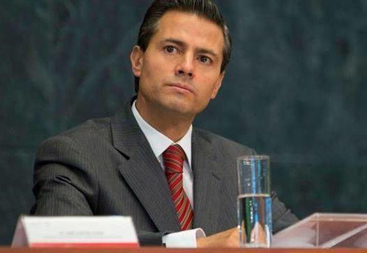 Peña Nieto fue intervenido este viernes de urgencia para retirarle la vesícula biliar.(Archivo/Presidencia)