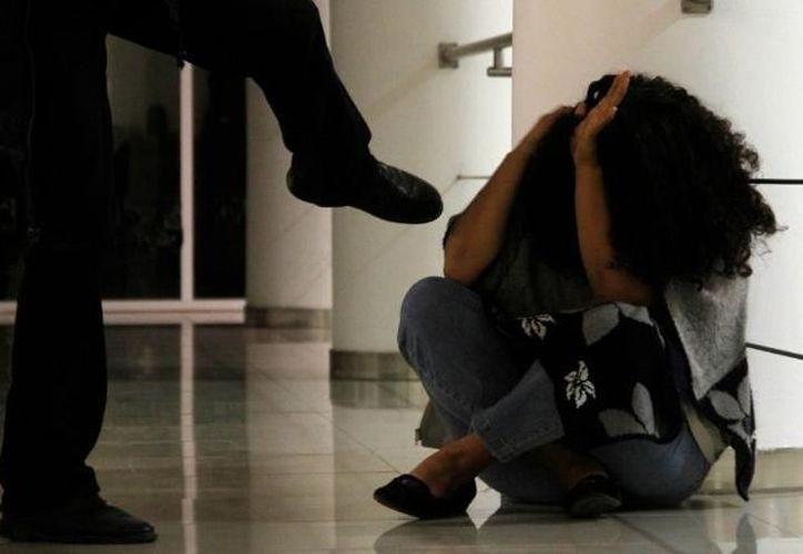 Registros revelan que persiste la violencia contra las mujeres, ya sea en pareja, familiar, escolar, laboral y comunidad, indica el Instituto Nacional de Estadística y Geografía (Archivo/SIPSE).