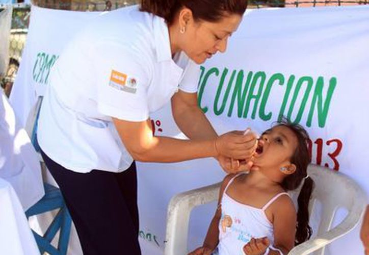 En las campañas nacionales de salud, se aplica la vacuna Sabin a los menores de cinco años. (Harold Alcocer/SIPSE)
