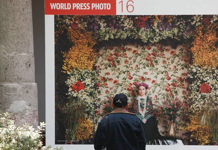 'La Maya Tradición', del español Daniel Ochoa de Olza, que forma parte del World Press Photo 2016, que llega a la Ciudad de México. (EFE)