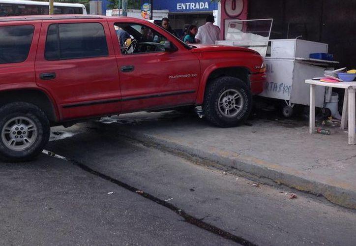 El accidente se registró en el cruce de las avenidas Kabah y Miguel Hidalgo (Ruta 5). (Eric Galindo/SIPSE)