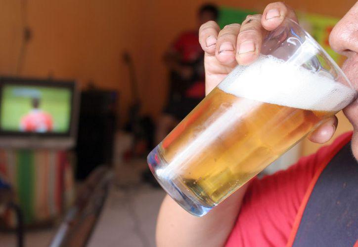 Peleas, riñas golpes entre otros, bajo los efectos embriagantes, son los principales daños a las personas. (Foto: Israel Soto/SIPSE).