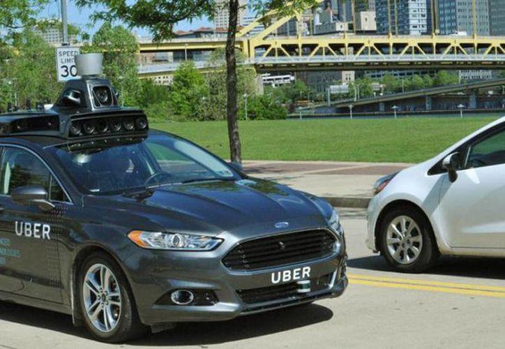 Imagen del primer coche sin conductor que presentó Uber en mayo de 2016. Google acusa a la plataforma de plagio. (Archivo/Agencias)
