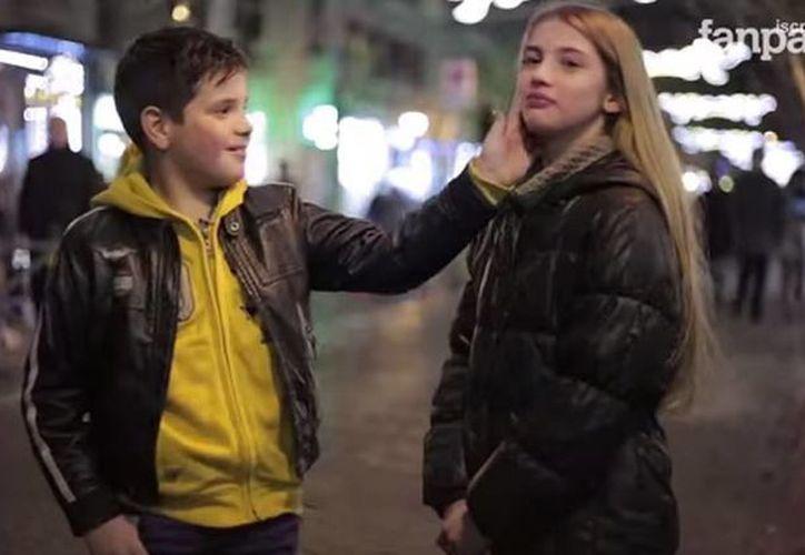 A los menores se les pidió que dijeran lo que más les gustaba de Martina y que le hicieran un cariño. (YouTube)