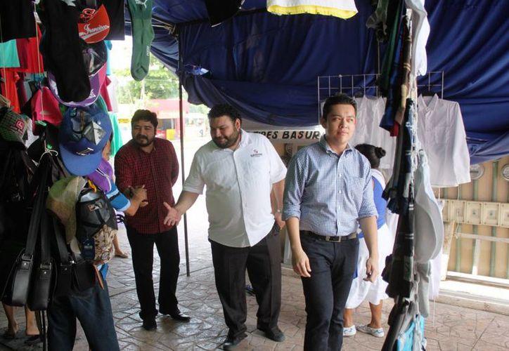 El nuevo administrador del mercado Diana Laura Riojas, Guillermo Pérez Vázquez, se presentó ayer a los locatarios.  (Daniel Pacheco/SIPSE)