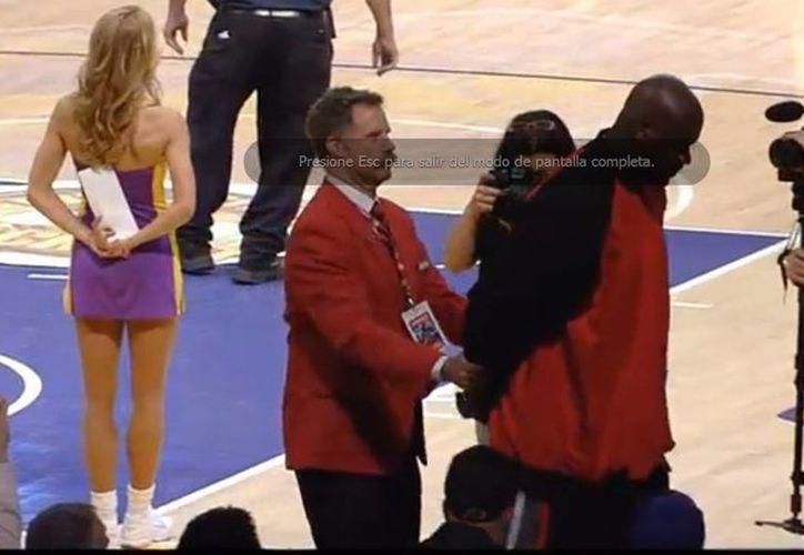 """Después de dialogar con Bryant, O'Neal fue """"arrestado"""" por el comediante Will Ferrel. (Captura de pantalla de Youtube)"""