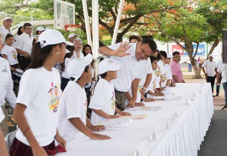 Este martes, el Gobernador de Yucatán estará en sedes del programa 'Escuela de verano, bienestar en vacaciones 2016'. (Archivo/ Milenio Novedades)