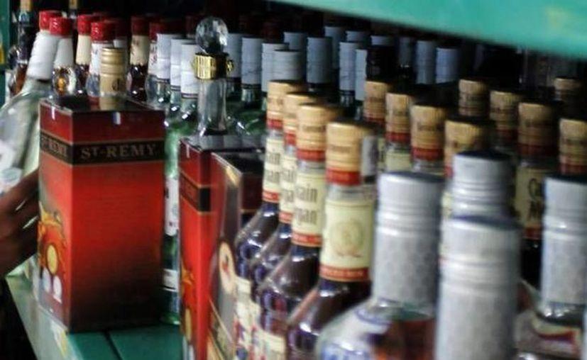 Los cinco domingos de diciembre de 2018 la SSY permitirá que se venda alcohol cinco horas más de lo normal, no de 11 a 17 horas sino de 11 a 22. (Foto archivo SIPSE)