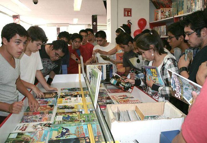 A pesar de que el cómic y el manga son entretenimientos cada vez más recurrentes entre los jóvenes mexicanos, público de diferentes edades se ha acercado a él gracias a la explosión mediática que ha tenido. (Imágenes de noticias.terra.com y frikiplaza.com)