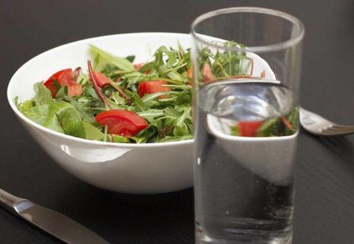 Se recomienda comer cinco veces al día, para acelerar el metabolismo. (Contexto/Internet)
