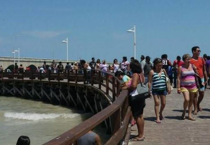 Es notoria la llegada de turistas nacionales en estos días en Progreso. (Óscar Pérez/SIPSE)